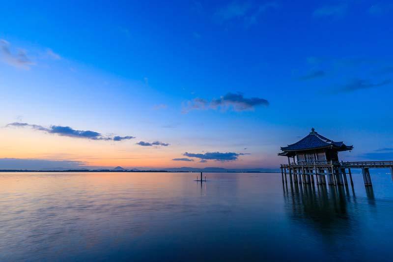 琵琶湖浮御堂的日出