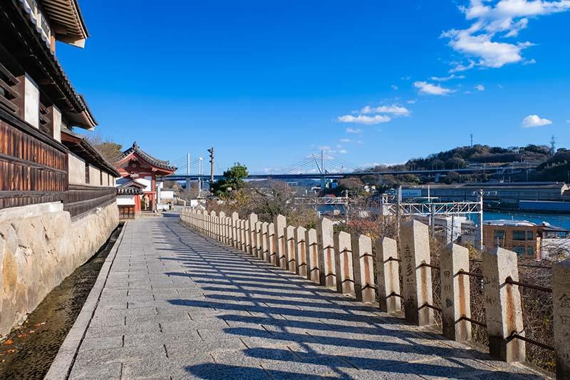 淨土寺前的道路與尾道大橋