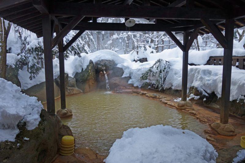 冬天的露天浴池
