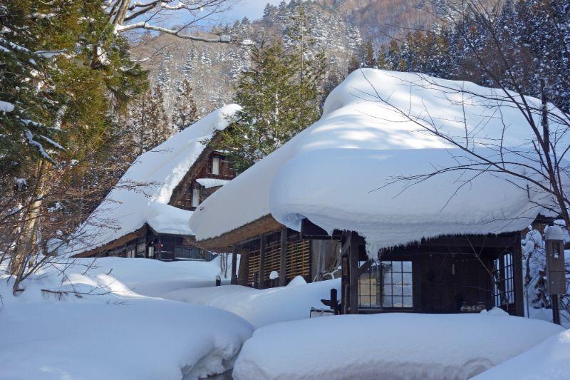 豪雪的平湯民俗村