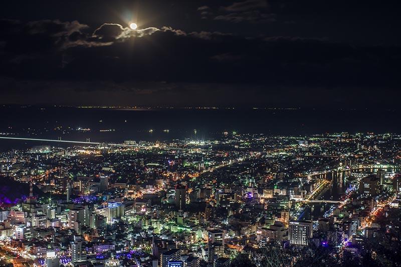 德島夜景與月亮