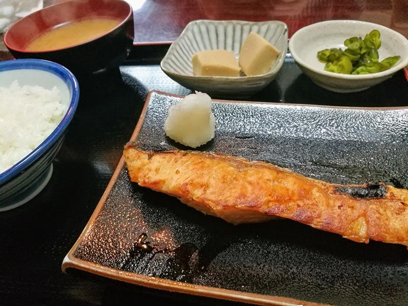 烤鮭魚定食