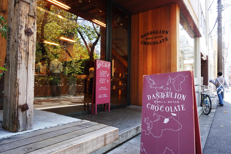 藏前DANDELION CHOCOLATE的店門口
