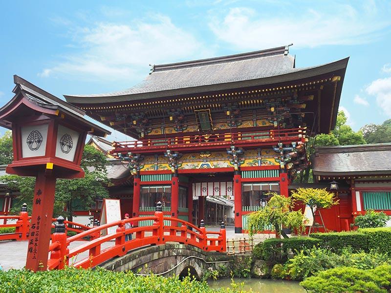 祐德稻荷神社樓門,鮮豔的塗漆很有存在感