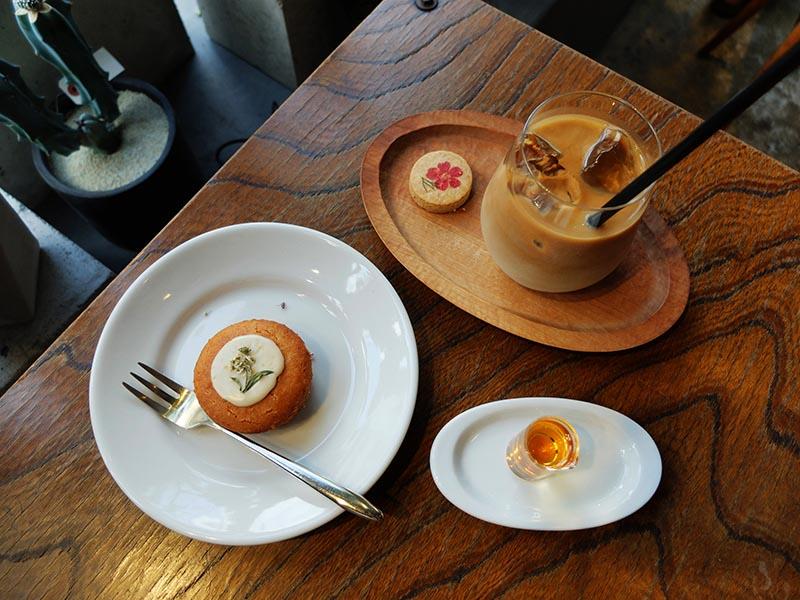 西荻窪cotito的檸檬蛋糕和拿鐵