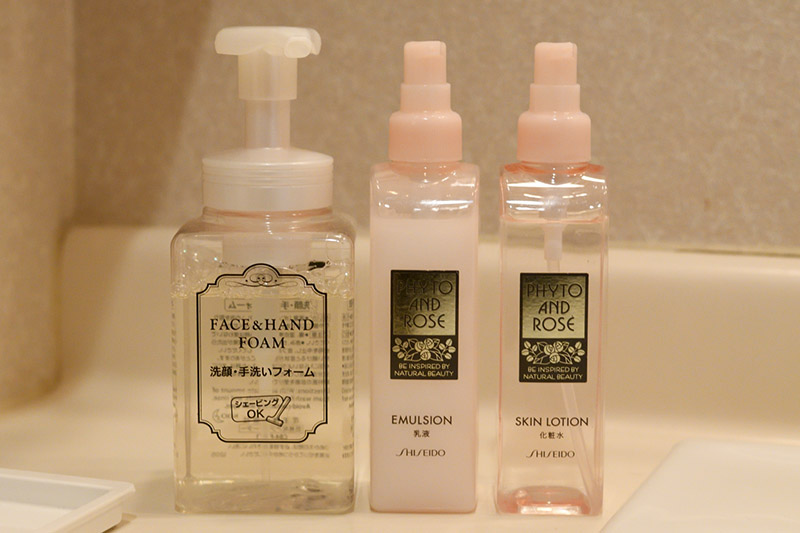 泡泡洗面乳、化妝水和乳液