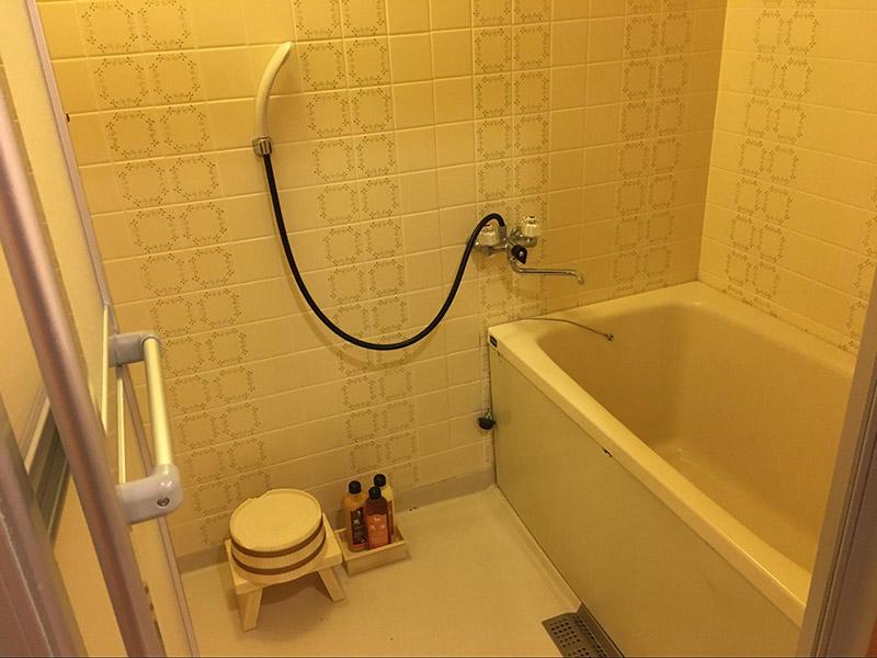 淋浴間和浴缸