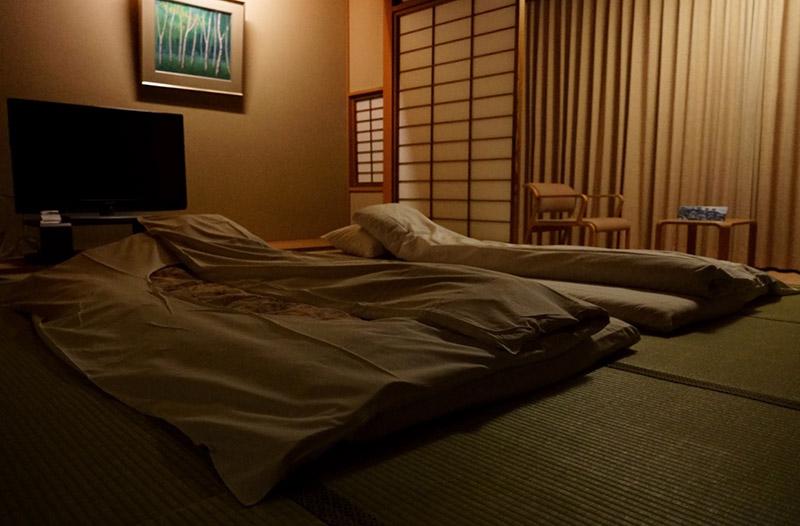 夜晚的客房