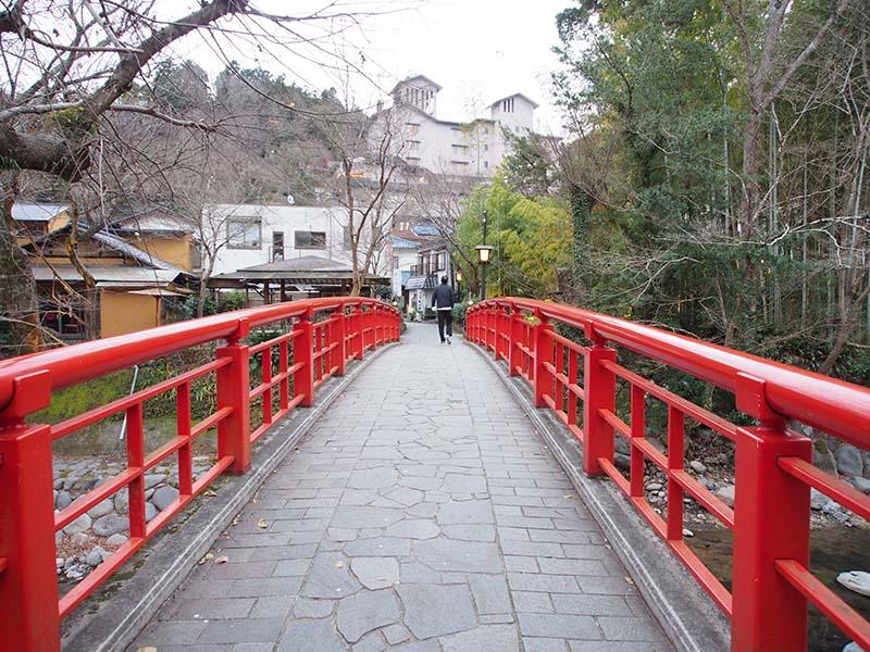 紅色的橋身非常顯眼