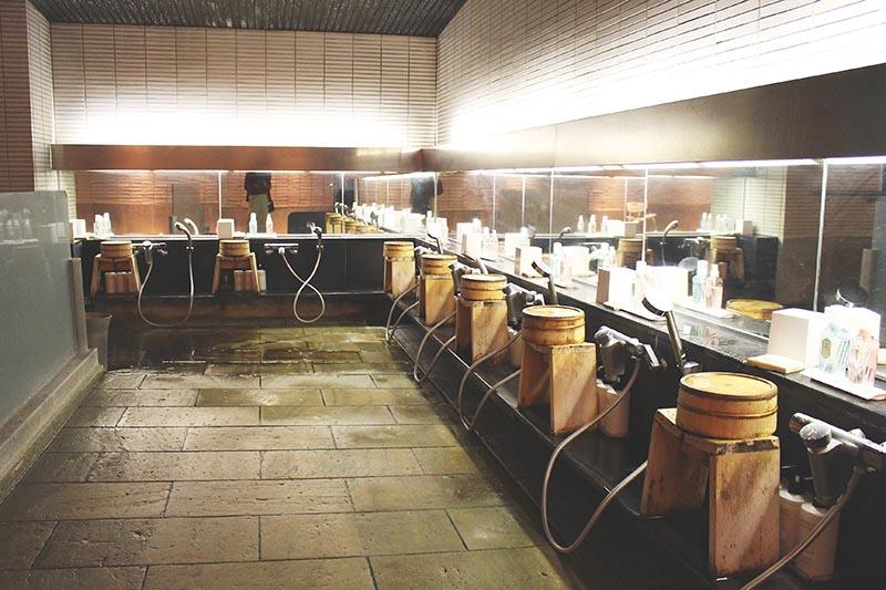 山翠樓的大浴場的淋浴處