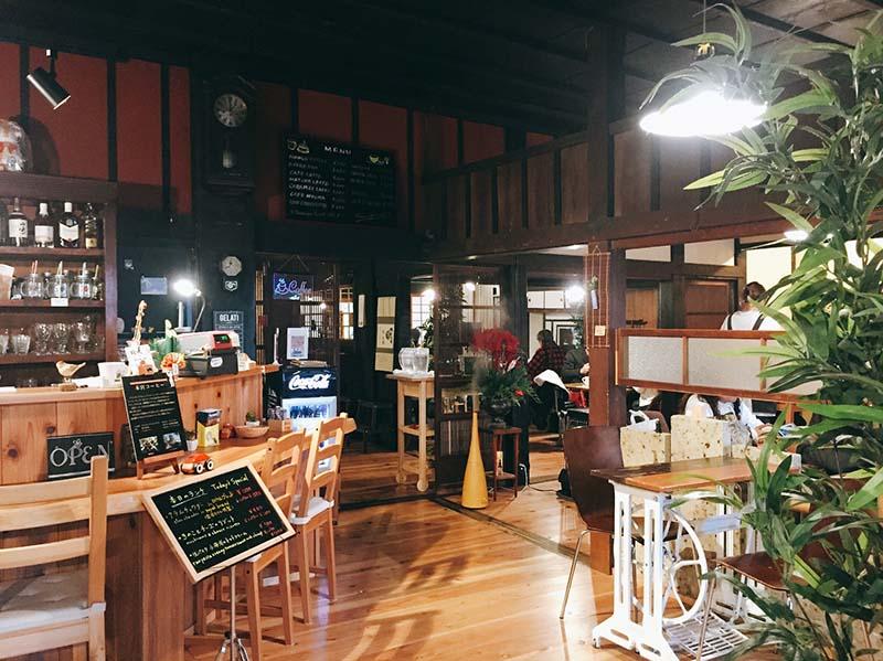 本宮咖啡的店內