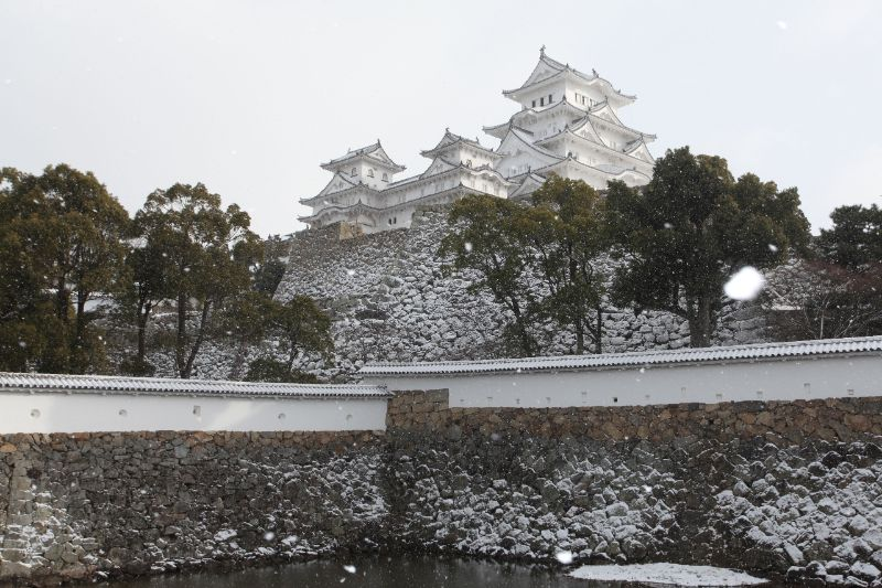 冬天的姬路城與雪