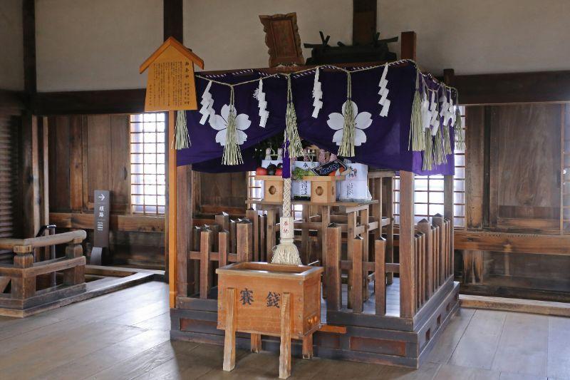 天守閣頂樓的刑部神社