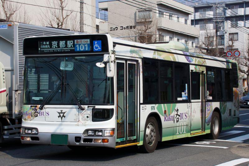 前往金閣寺的101號京都市內巴士
