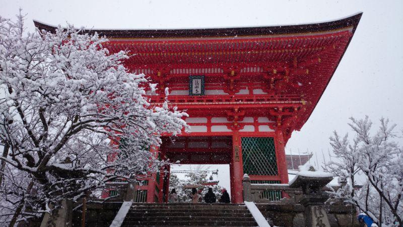 雪中的仁王門