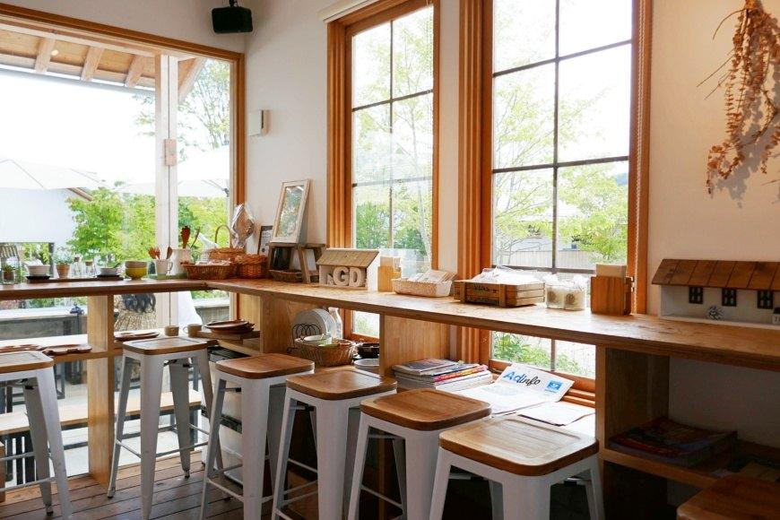 富士山河口湖咖啡廳富士大石花園平台葡萄屋店內座位