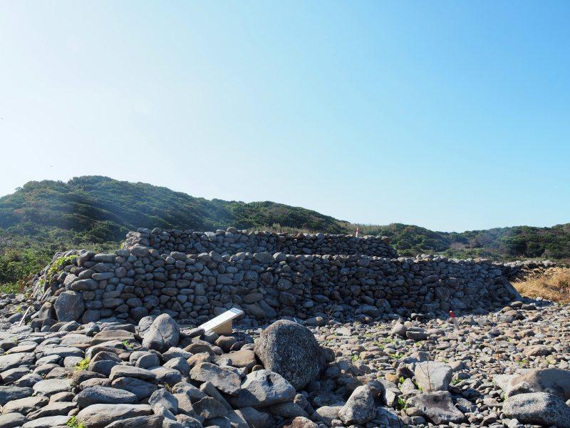 由上千顆石塊堆疊成的古墳