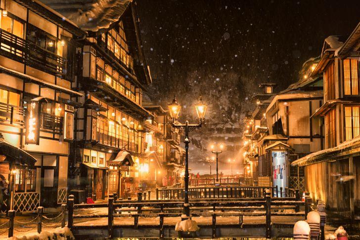 銀山溫泉夜間雪景