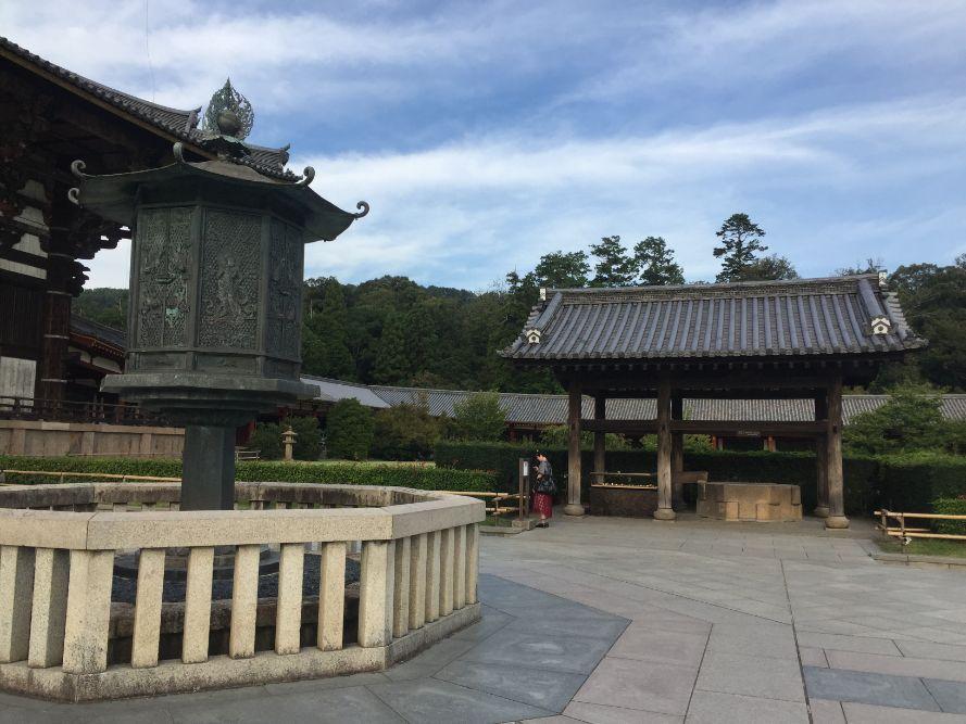 東大寺境內