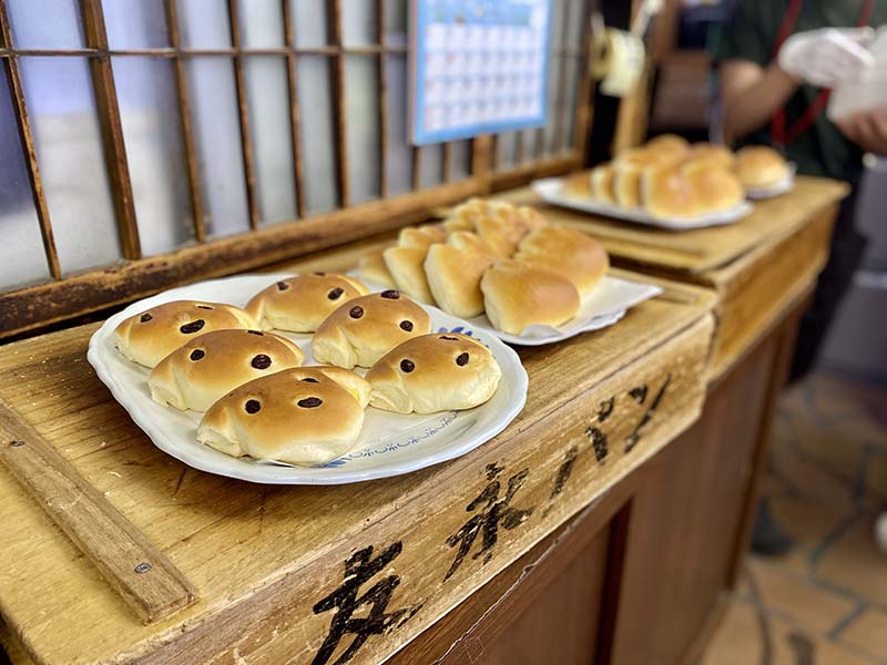 「友永麵包店」店內