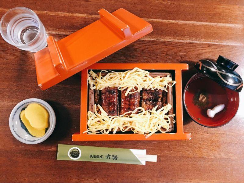 民芸茶屋六騎的蒸籠鰻魚飯