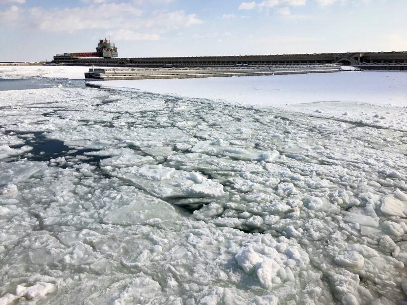 碼頭形成大型海冰