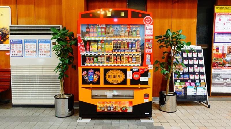 小火車嵯峨車站內販賣機