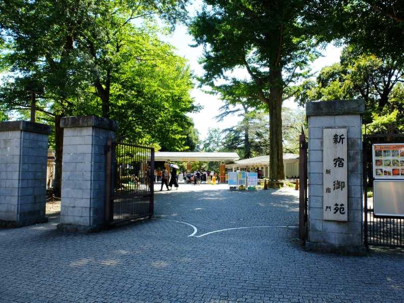 新宿御苑的新宿門