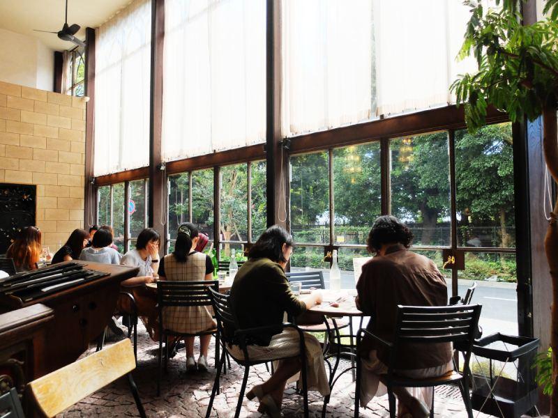 Cafe La Bohéme新宿御苑的窗邊座位