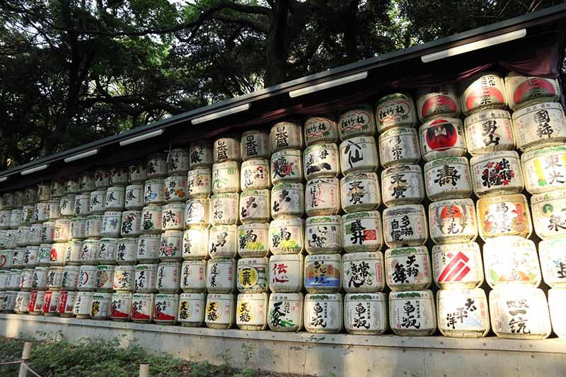 明治神宮境內的日本酒桶