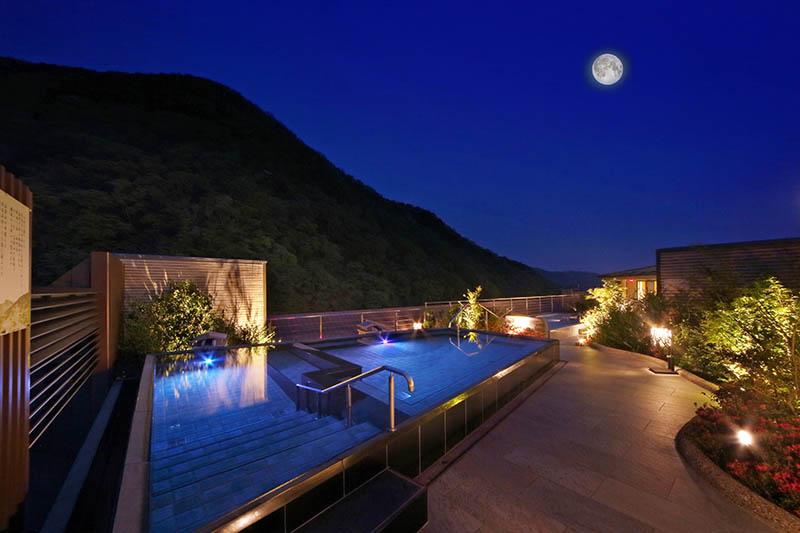 ASAYA飯店的露天浴池夜景