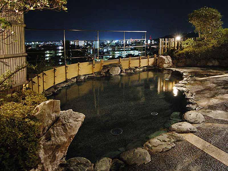 茶玻瑠頂樓露天浴池