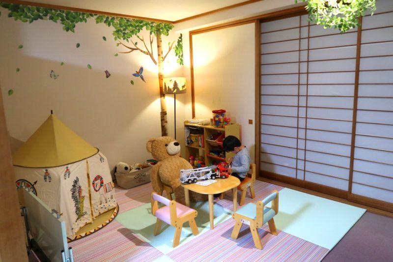 附有小孩玩耍空間(Kids Space)的家庭親子房型