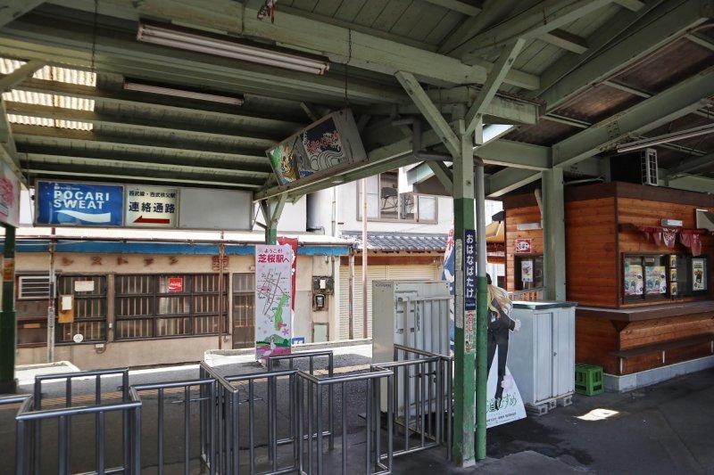 建造於大正的車站,剪票口是單純的鐵柵欄
