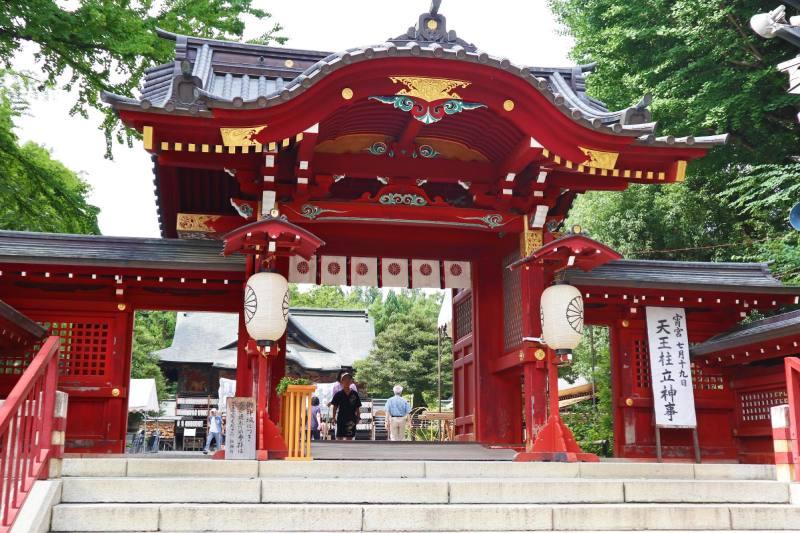 秩父神社的朱紅色的神門