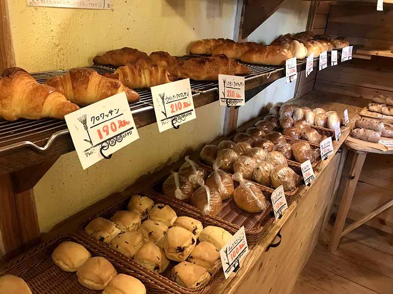 ヒッポー製パン所店內各類麵包