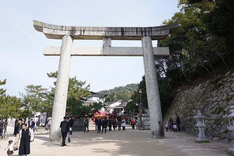嚴島神社石製鳥居
