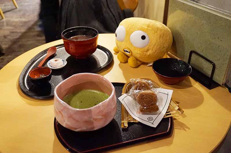 深大寺鬼太郎茶屋的紅豆湯和抹茶甜點套餐