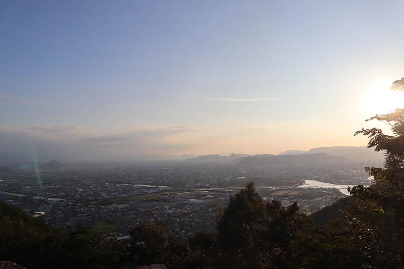 屋嶋城城門遺構西尾根展望台
