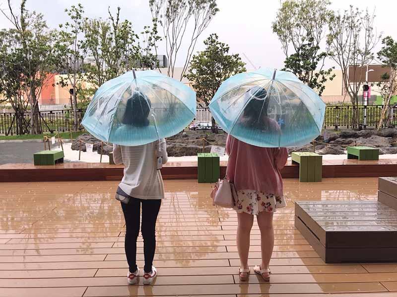下雨天撐著走在路上會讓人少女心噴發的「海月水母傘」