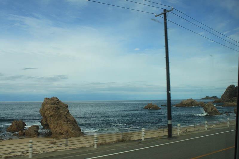 JR特快列車「稲穂號/INAHO」窗外海景