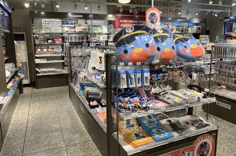 京都鐵道博物館紀念品店內