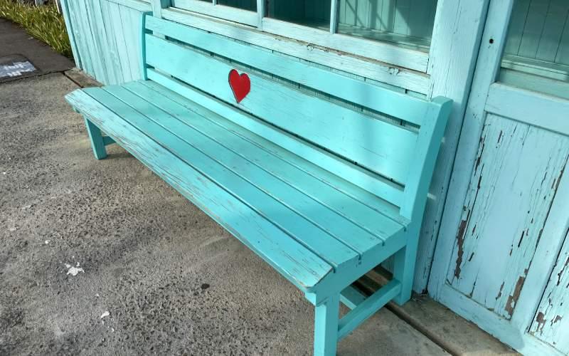 別所線八木澤車站月台愛心板凳