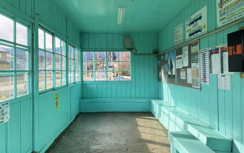別所線八木澤車站內休息室