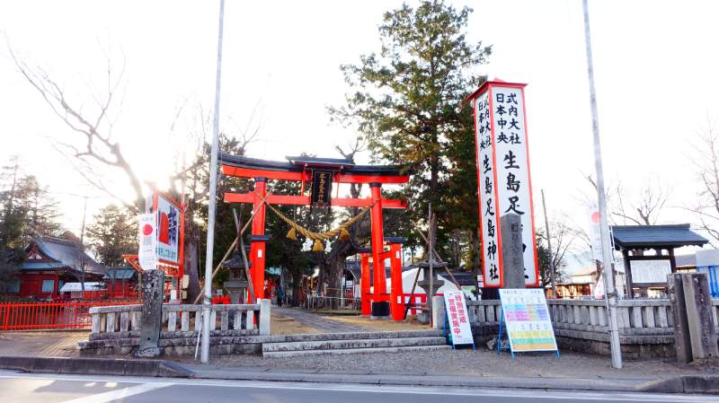 生島足島神社入口