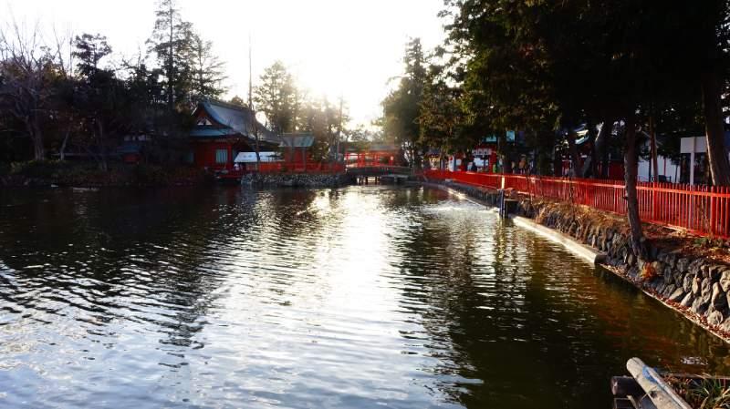 生島足島神社內的池塘