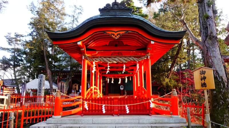 生島足島神社的神橋