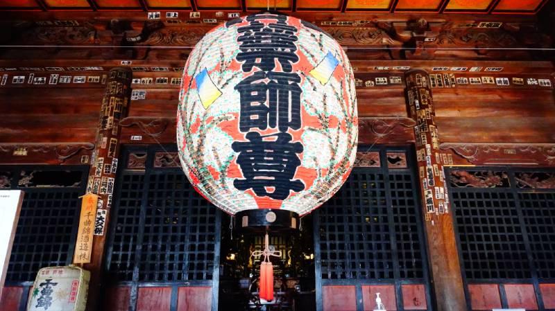 上田信濃國分寺內的藥師尊大燈籠