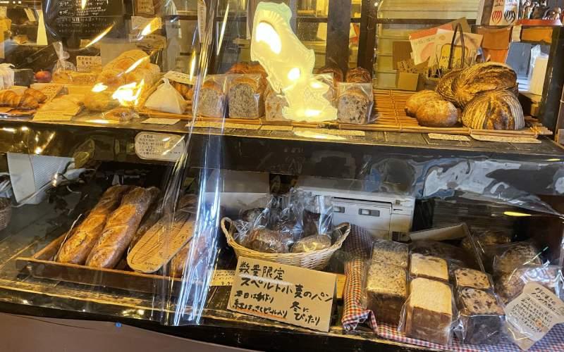 「ルヴァン」(LEVAIN)店內各種麵包