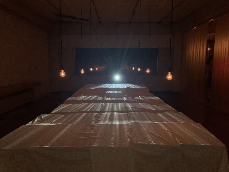二樓透明盒子與白布裝置